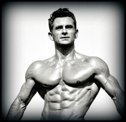 Wide shoulders are one of the symptoms of high testosterone levels