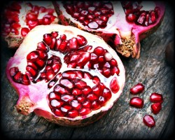 pomegranates are testosterone boosting foods