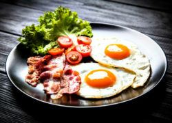 eggs are foods high in natural selenium